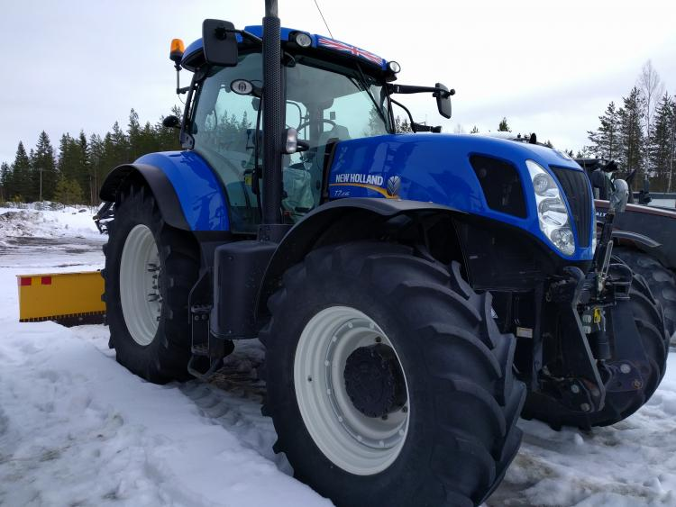 New Holland T7.235 vm. 2013 PowerCommand